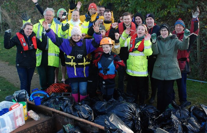 Canoeist help clear flood litter in Mirfield!