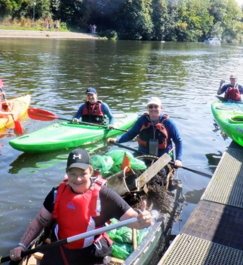 Paddlers take to the Medway for a big Autumn clean!